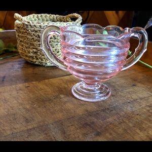 Vtg footed pink depression glass sugar bowl, 🌸